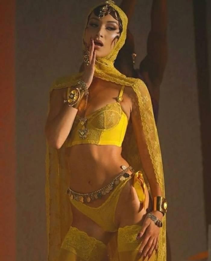 Белла Хадид на шоу-показе бельевого бренда Рианны