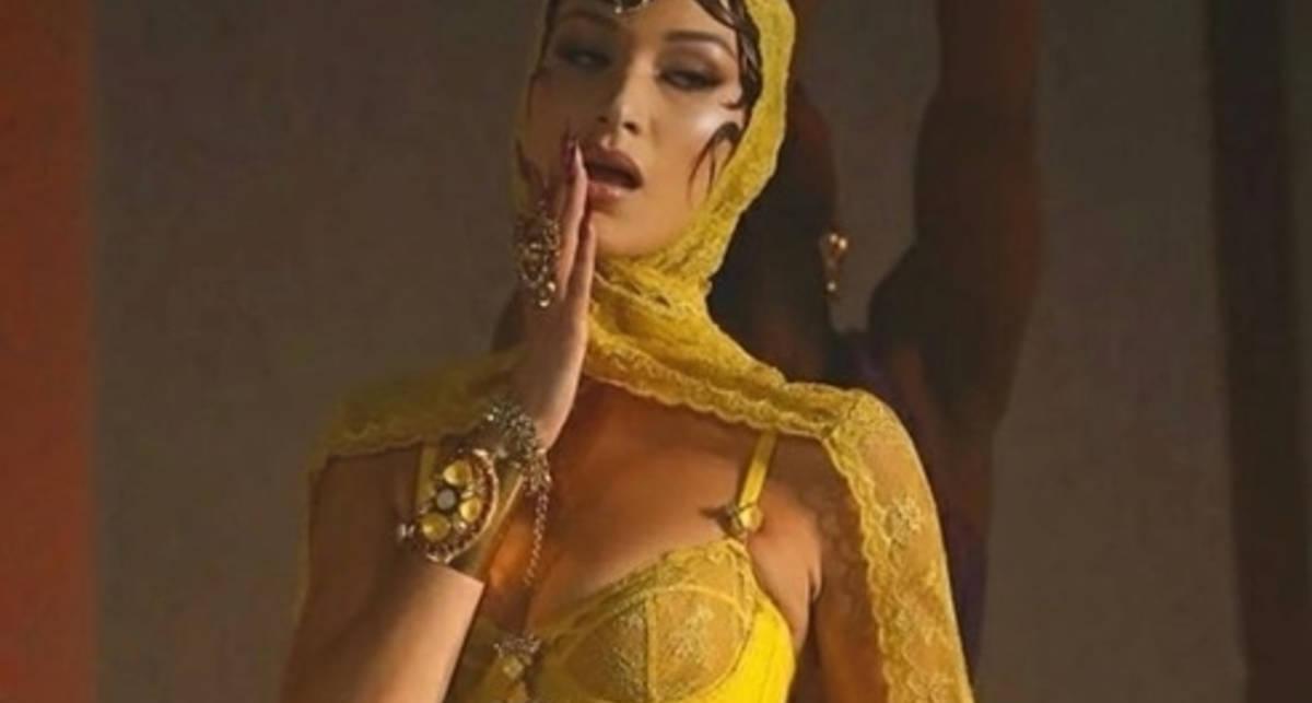 Восточные сказки: Белла Хадид снялась в образе экзотической танцовщицы