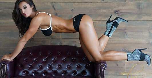 Красотка дня: фитнес-модель с накачанной попкой Уитни Джонс