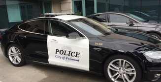 Эпичный фейл электромобиля: заряд у полицейской Tesla закончился во время погони