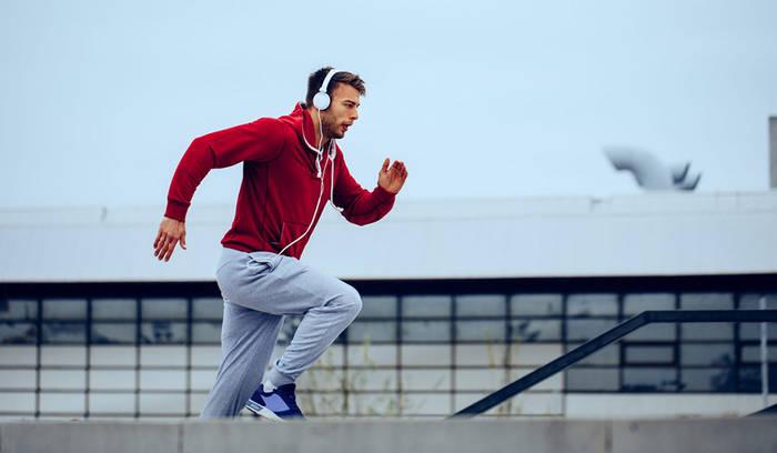 Во время пробежки лучше слушать аудиокниги или подкасты