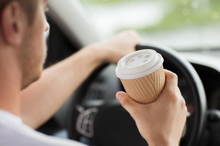Как не уснуть за рулем — пей кофе: медленно и не торопясь