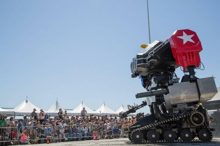 Гигантский боевой робот Eagle Prime с двигателем V-8 от Chevrolet Corvette