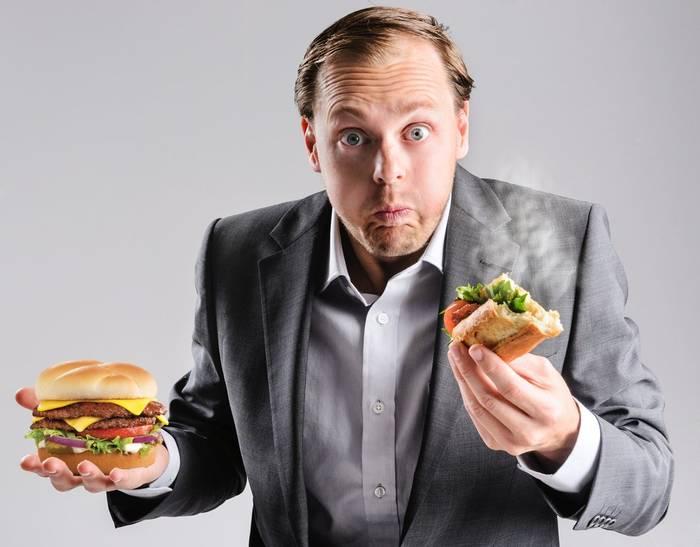 Чтобы не искать в дороге еду, прихвати с собой пару-тройку сэндвичей