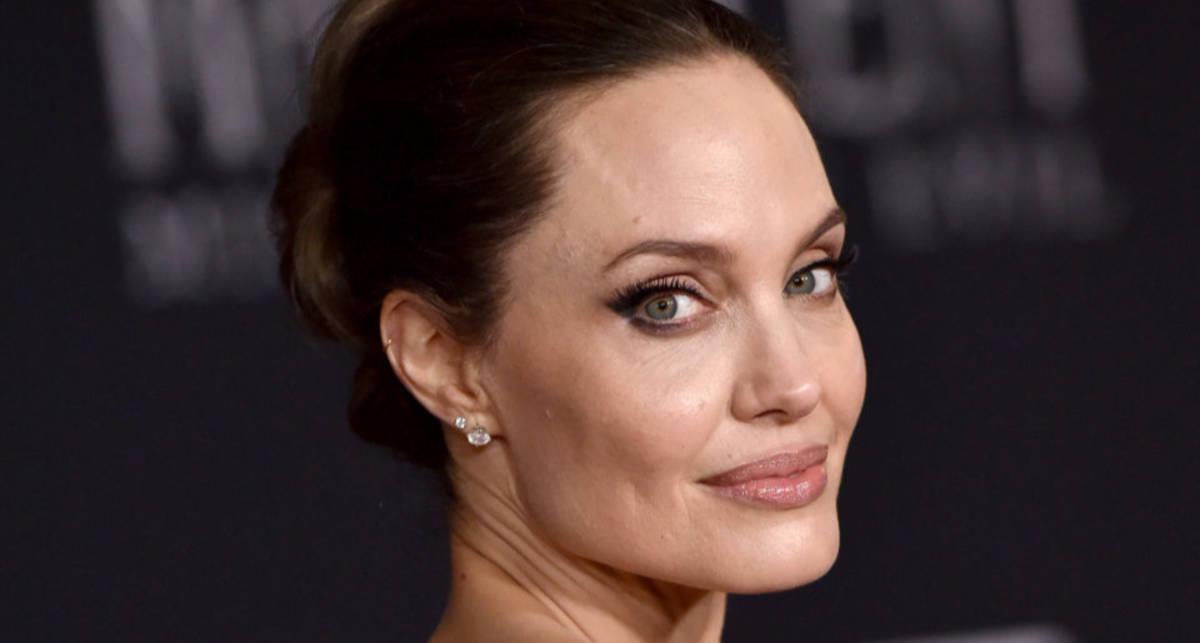 Все это она: голая Анджелина Джоли в ванной для обложки