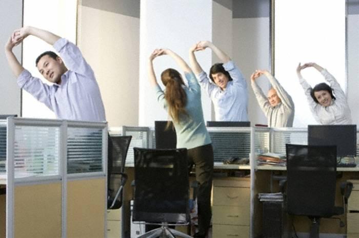 Пару упражнений на работе не помешает
