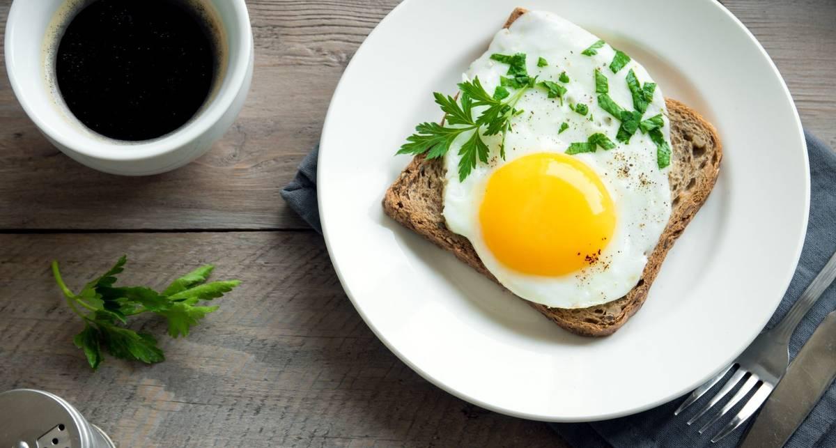 Завтрак для лентяев: как приготовить яичницу в микроволновке