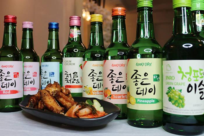 Корейский соджу бывает с разными вкусами. Почти, как газировка