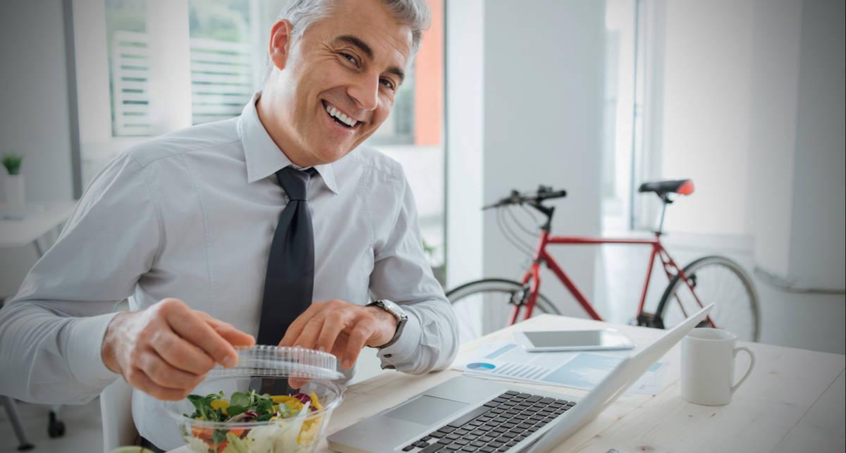 Самодельный пудинг и яблочные чипсы: 5 полезных перекусов на работе