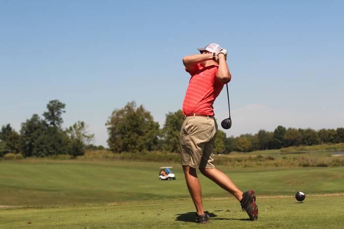 Игра в гольф несколько сложна, но от этого и интересна
