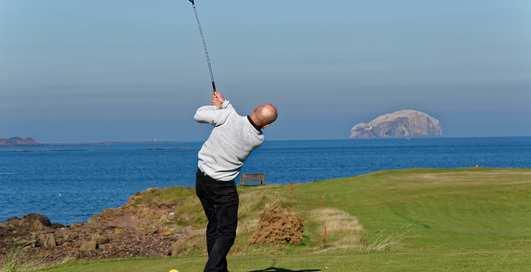 Спорт аристократов: как играть в гольф?