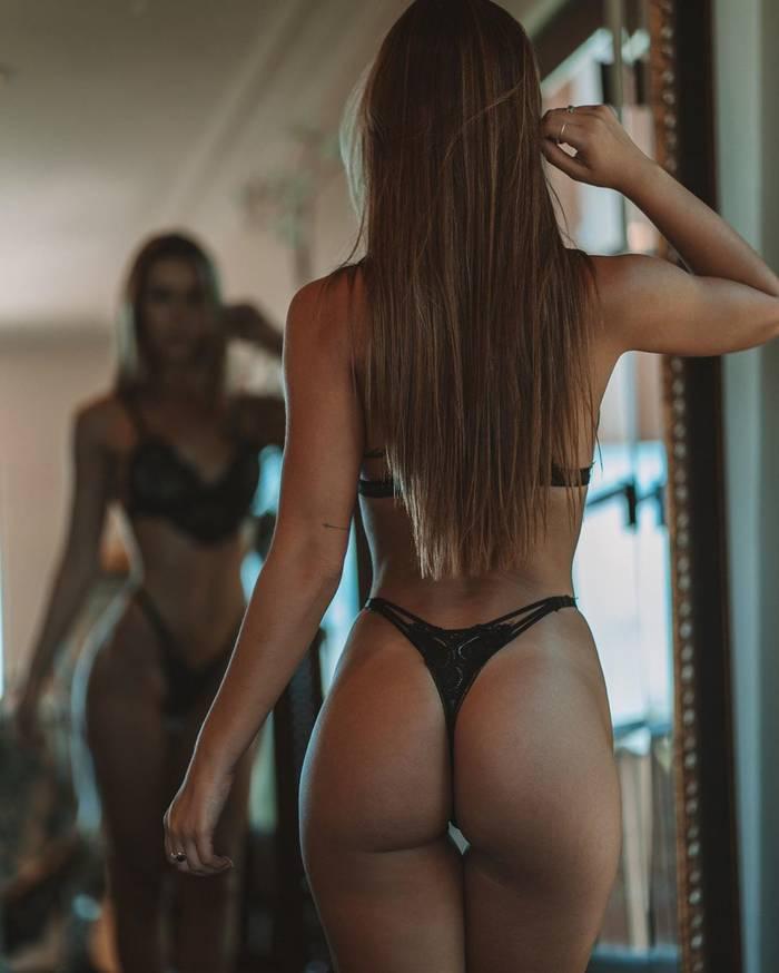Сексуальная звезда Instagram Ники Джайл и ее сочная попка