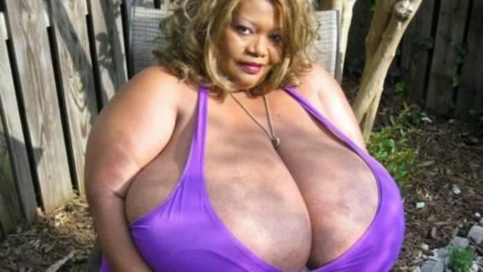 Женщина с самой большой натуральной грудью Норма Стиц