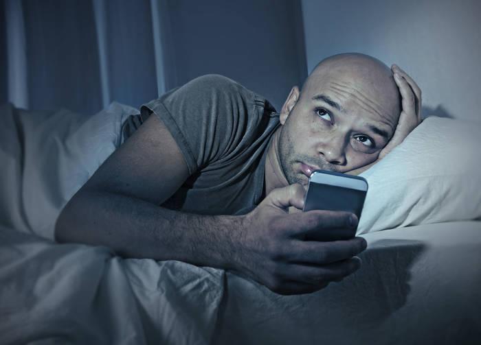 Долой смартфоны: перед сном твоя голова должна быть «пуста» (а не наоборот)