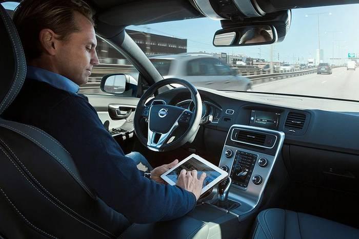 Volvo тестируют свои автопилоты с 2006-го, и всех желающих приглашают