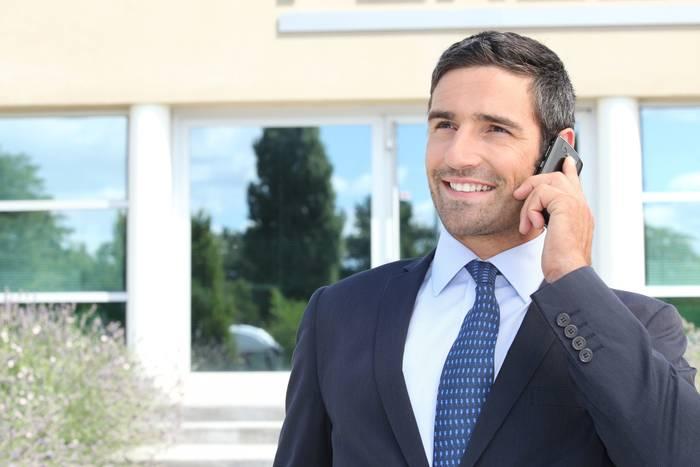 Найди человека, с которым сможешь общаться на иностранном языке хотя бы несколько минут в день