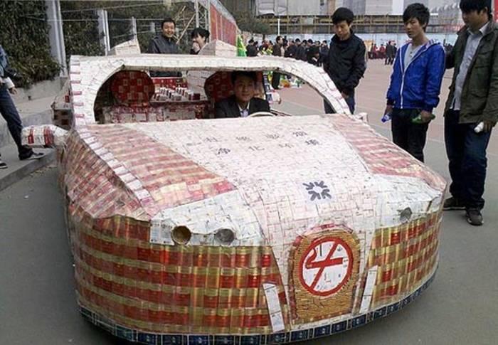 Автомобиль из пачек сигарет