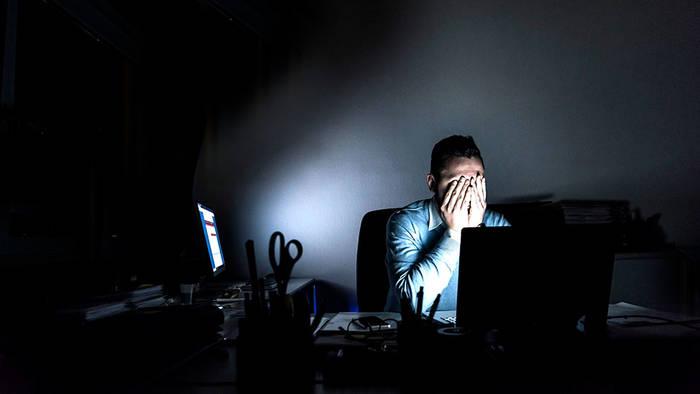 Мрак, офис, мрак в офисе — все это обязательно загонит тебя в тоску и осеннюю депрессию