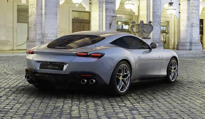 Оригинальное исполнение задних фар Ferrari Roma