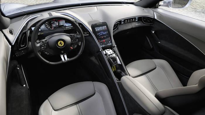 Интерьер Ferrari Roma очень лаконичен