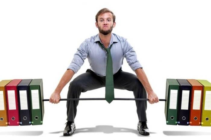 Если хочешь быть здоров - делай разминку в офисе подручными средствами