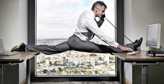 Маши ногами: какие упражнения делать при сидячем образе жизни