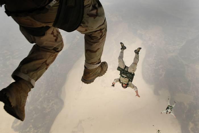 Прыгнуть можно самостоятельно