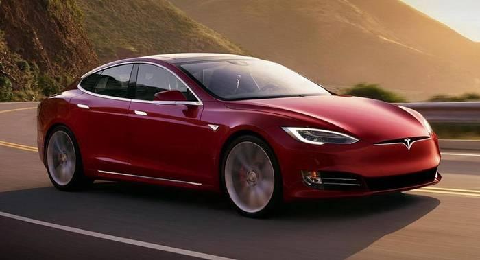 Tesla Model S P100D — один из символов будущего автомобилестроения и технологичности