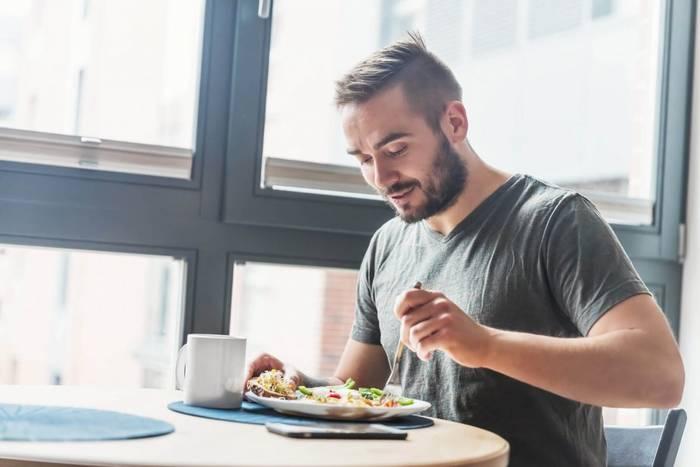 Во избежание дефицита микро-, макроэлементов и витаминов, питайся сбалансировано и регулярно