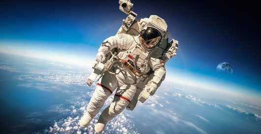 Космос между нами: 5 необычных вещей, которые делали люди на орбите