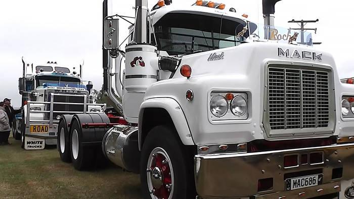 Гонки на грузовиках впечатляют мощностью