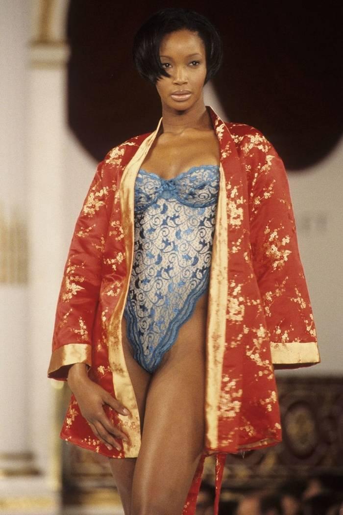 Беверли Пил в Victoria's Secret, 1995