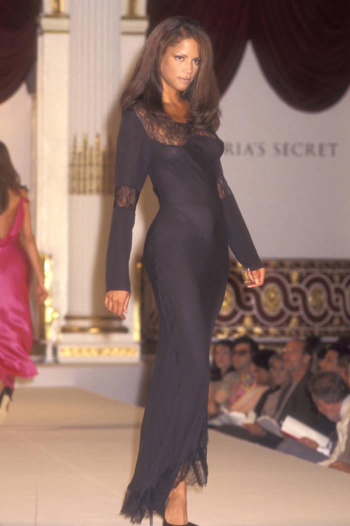 Вероника Вебб в пеньюаре Victoria's Secret, 1995
