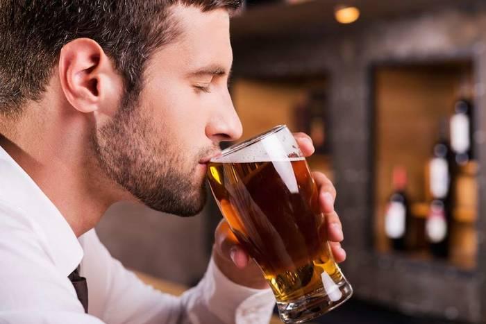 Пиво — спонсор хорошего настроения и утреннего похмелья. Употребляй без фанатизма