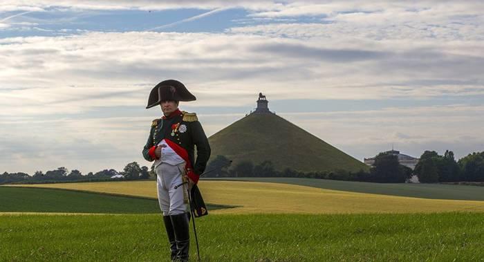 """Часто у монумента Ватерлоо проводятся реконструкции боя или просто """"гуляет"""" Наполеон"""
