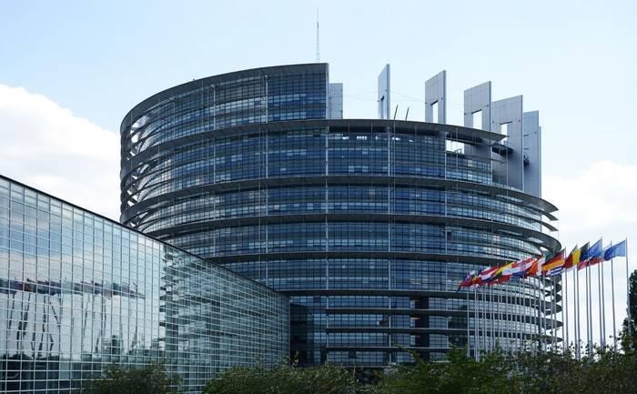 Башня Европарламента выглядит недостроенной, символизируя, что еще не все государства вошли в ЕС