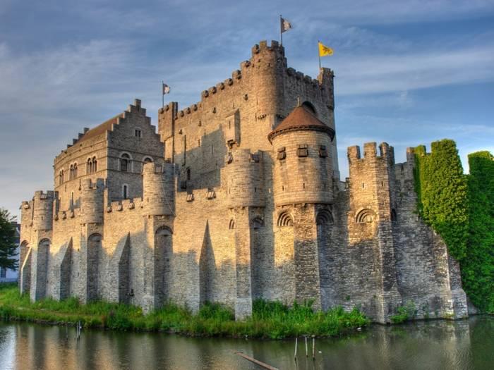 Замок Гравенстен стоит на воде, а перестраивали его неоднократно