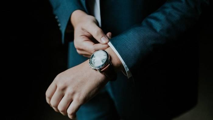 Четко понимай, что интересует адресата: любит часы — дари связанное с ними