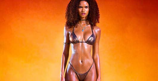 Красотка дня: бразильская бикини-модель Джулиана Налу