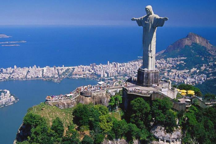 Статуя Христа Спасителя в Рио-де-Жанейро - одно из новых 7 чудес света