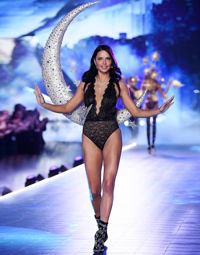 Адриана Лима - звезда шоу Victoria's Secret