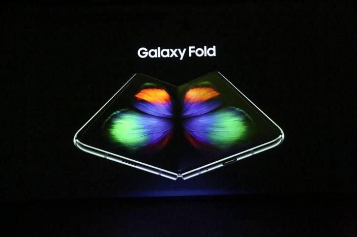 Samsung Galaxy Fold — первый смарфтон с гибким экраном