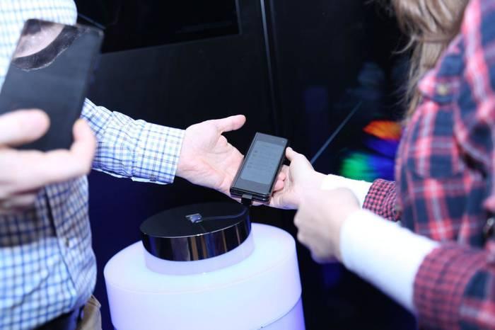 Одним легким движением Samsung Galaxy Fold сворачивается в компактный смартфон