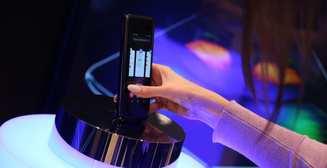 Компания Samsung Electronics представила в Украине первый смарфтон с гибким экраном Galaxy Fold