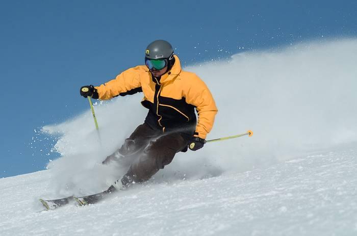 Цвет лыжного костюма должен быть ярким — чтобы ты был заметен на снегу