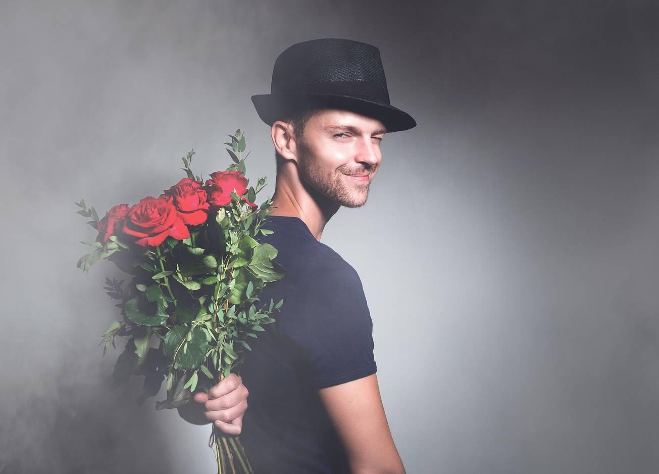 9 странных поступков, выдающих твою влюбленность