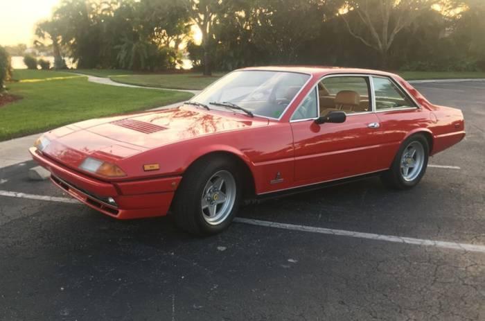 Ferrari 400i. Со своей хищной угловатой внешностью мало кому пришелся по душе