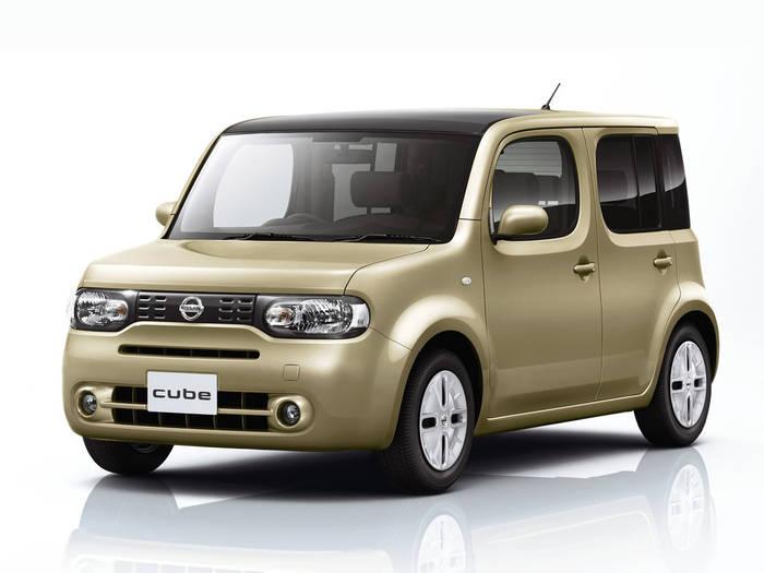 Nissan Cube. Похож на грустного бульдога