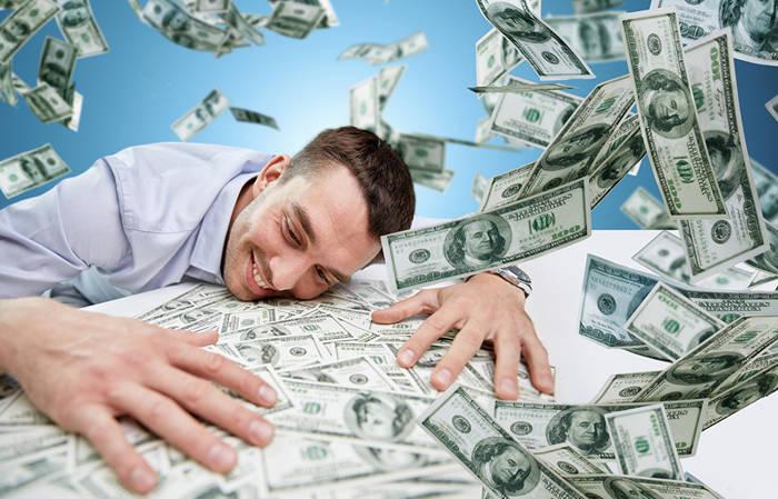 Знаешь, как давать деньги в долг - они к тебе возвращаются в кратном размере