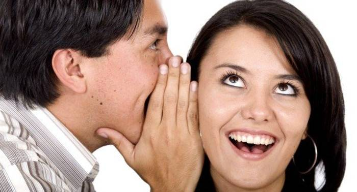 Прошептать ей на ушко комплимент - значит показать свою симпатию